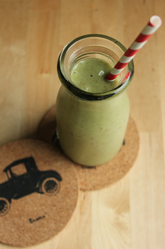 Yummy Green Smoothie + Simple Guide to Smoothies